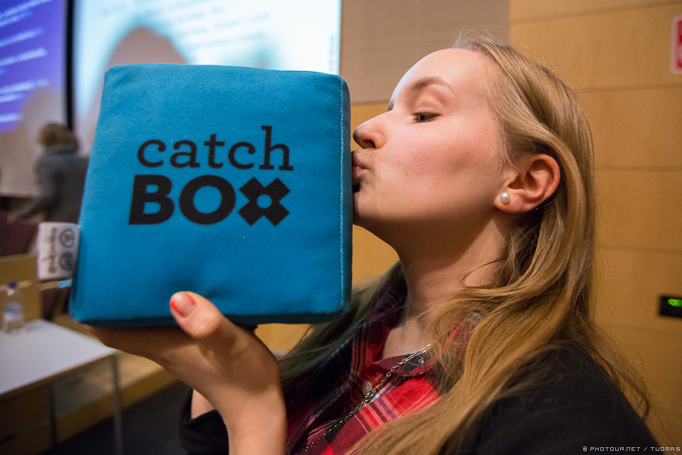 Catchbox is an unique microphone which can be thrown around in the audience without hurting anyone (badly). Skuuppi ry's Anna shows her love for the box.